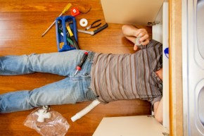 When You Should Call in an Emergency Plumbing Service