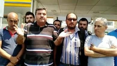 اعتصام وقطع طريق من قبل سائقي الباصات في طرابلس