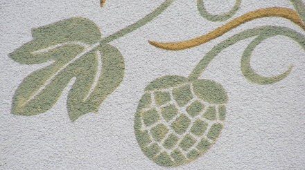 Painting of hops on the side of a pub in the Franconian countryside