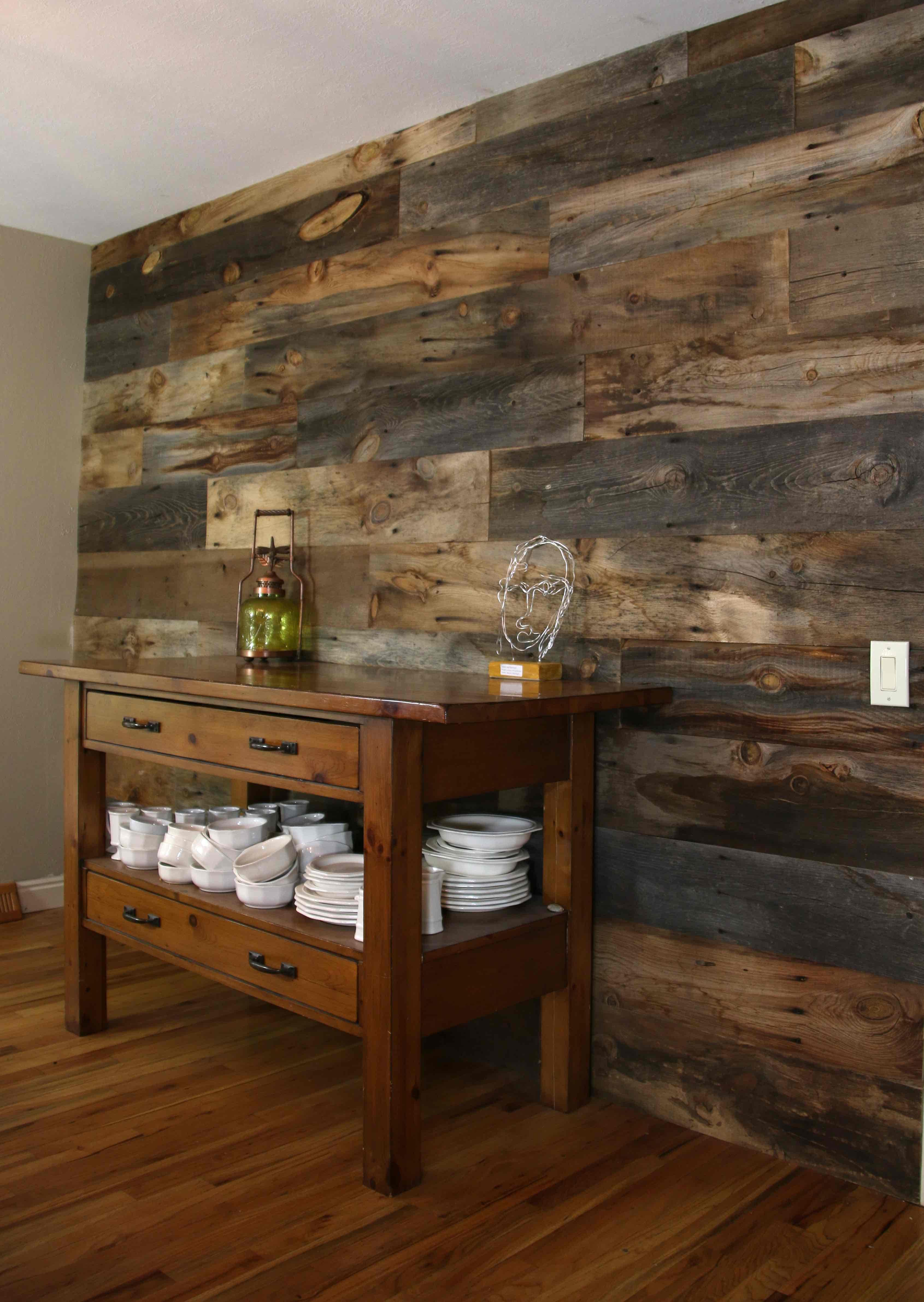 Dining Room Wood Wall Board Bolt