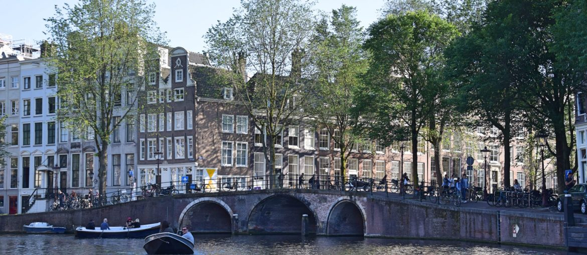 Amsterdam Canal Cruise : How to captain your own boat!