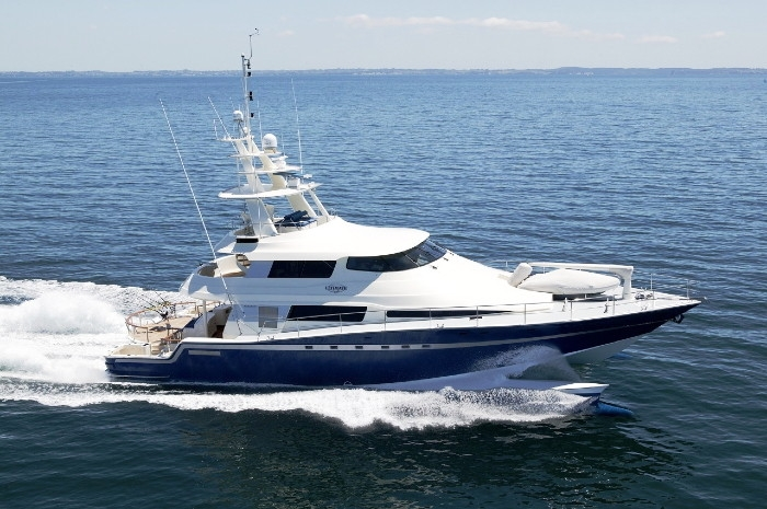 Luxury Charter Yacht ULTIMATE LADY Wavepiercer 28 4
