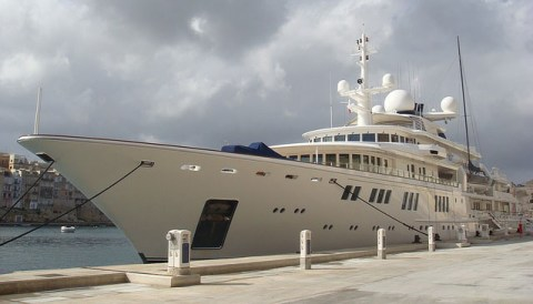 yacht dealers benefit from managed chat