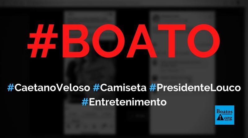 Caetano Veloso e Manuela D'Ávila posam com camiseta Presidente Louco, podemos lhe defecar hoje, diz boato (Foto: Reprodução/Facebook)