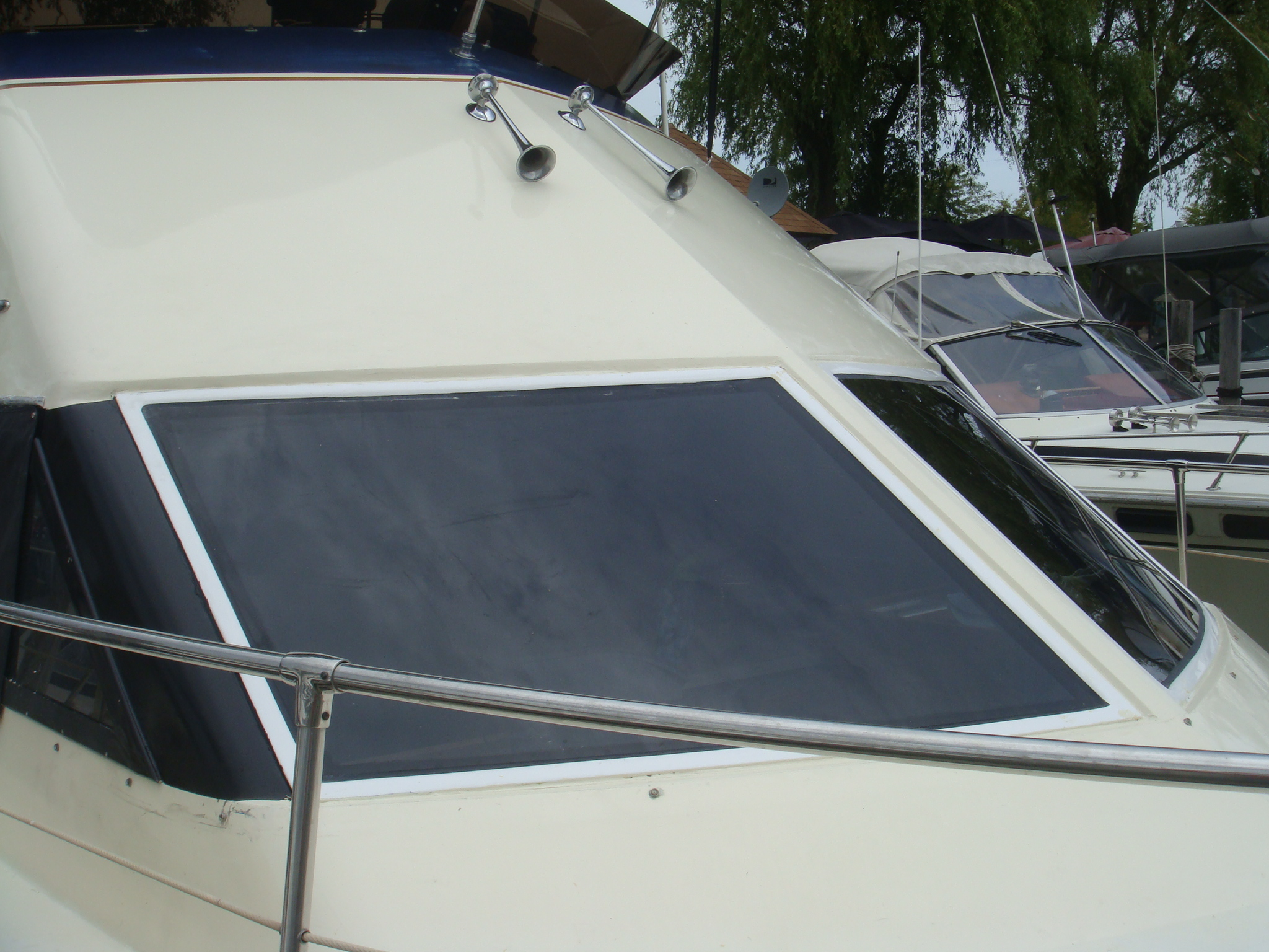 Hatteras Sport Cruiser 31 Lookout Boat Windows