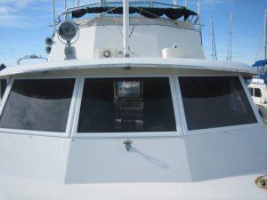 Hatteras Motor Yacht 53' windows