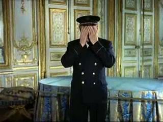 """L'Histoire aveugle de Sacha Guitry. Bourvil dans """"Si Versailles m'était conté"""" (1954)"""