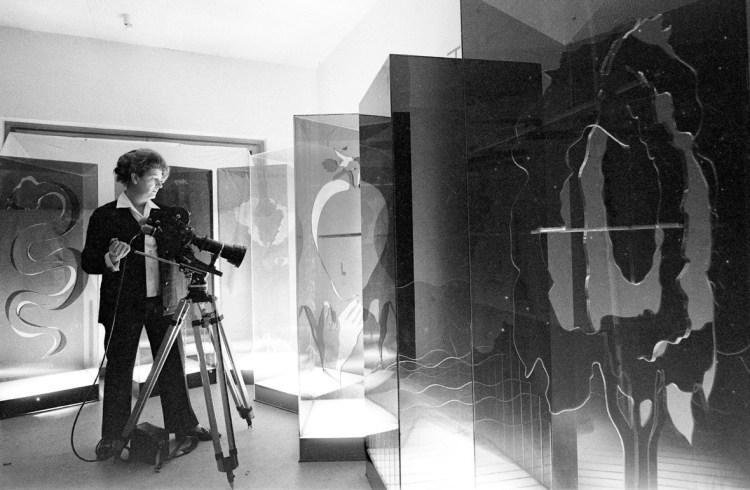 """Marinella Pirelli durante le riprese di """"Nuovo Paradiso"""", 1968. Gianni Berengo Gardin/Contrasto."""