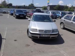 Un nesimtit ocupa doua locuri de parcare. 02-06-2013