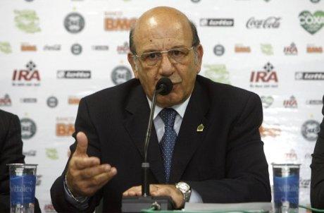 Curitiba vira as costas para a RMC, diz Akel