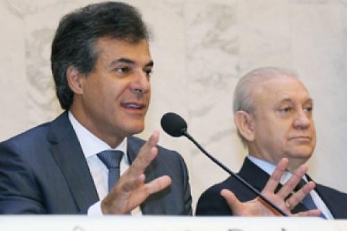 Richa entrega orçamento para 2016 aos deputados