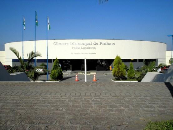 Vereadores de Pinhais votam proposta de reajuste de 10,71% nos próprios salários
