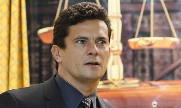 PT e PCdoB querem expulsão de Moro do Judiciário