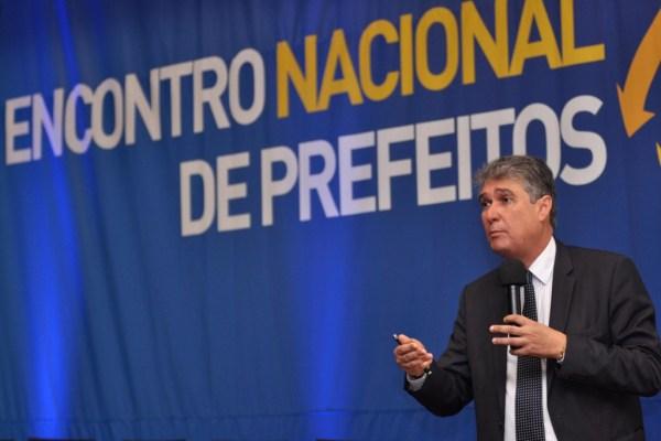 'Prefeitos devem fazer ajuste fiscal imediato', adianta Mauro Ricardo