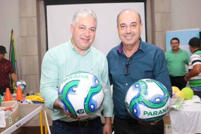 Douglas Fabício à esquerda