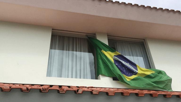 Resultado de imagem para bandeira do brasil em curitiba
