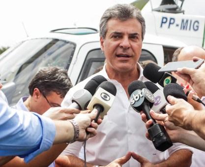 Richa entrega helicóptero e viaturas da PM