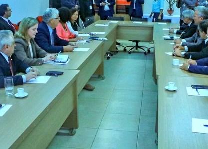 Requião participa de reunião da esquerda contra reforma da Previdência