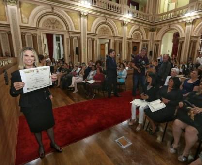 Cida é homenageada pela Câmara de Vereadores de Curitiba