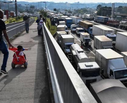 Rodovias ainda têm 387 pontos com bloqueios; 132 locais foram liberados