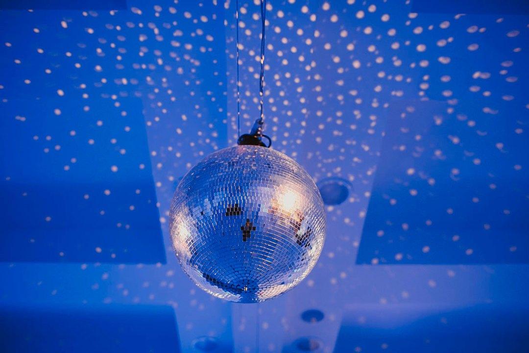 bola de discoteca www.bodasdecuento.com