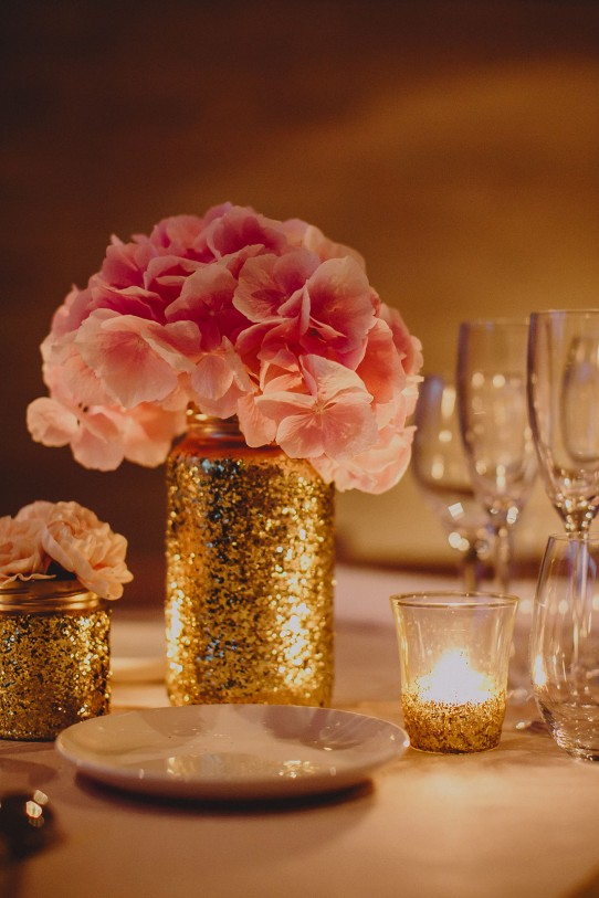 decoración boda con purpurina dorada y velas www.bodasdecuento.com