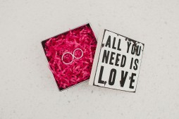 caja-para-anillos www.bodasdecuento.com