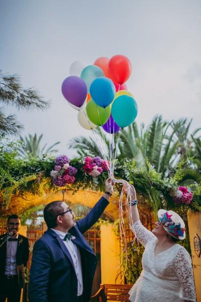 suelta de globos en ceremonia recepción invitados www.bodasdecuento.com