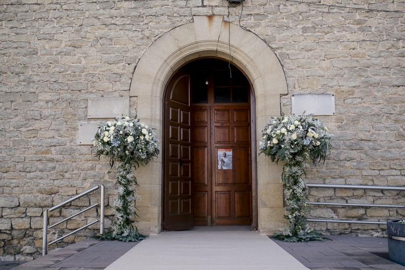 decoración entrada iglesia www.bodasdecuento.com
