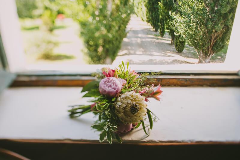 ramo de novia tropical www.bodasdecuento.com
