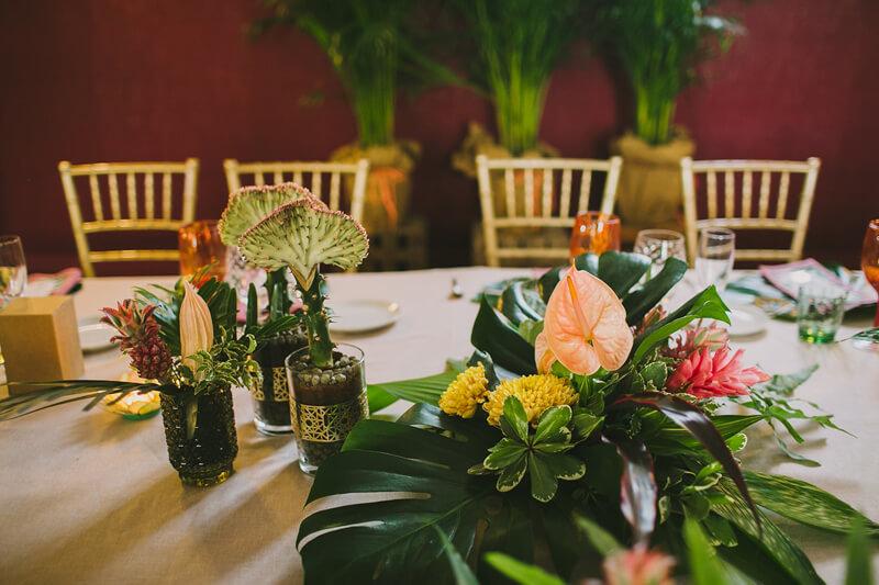 decoración boda tropical www.bodasdecuento.com
