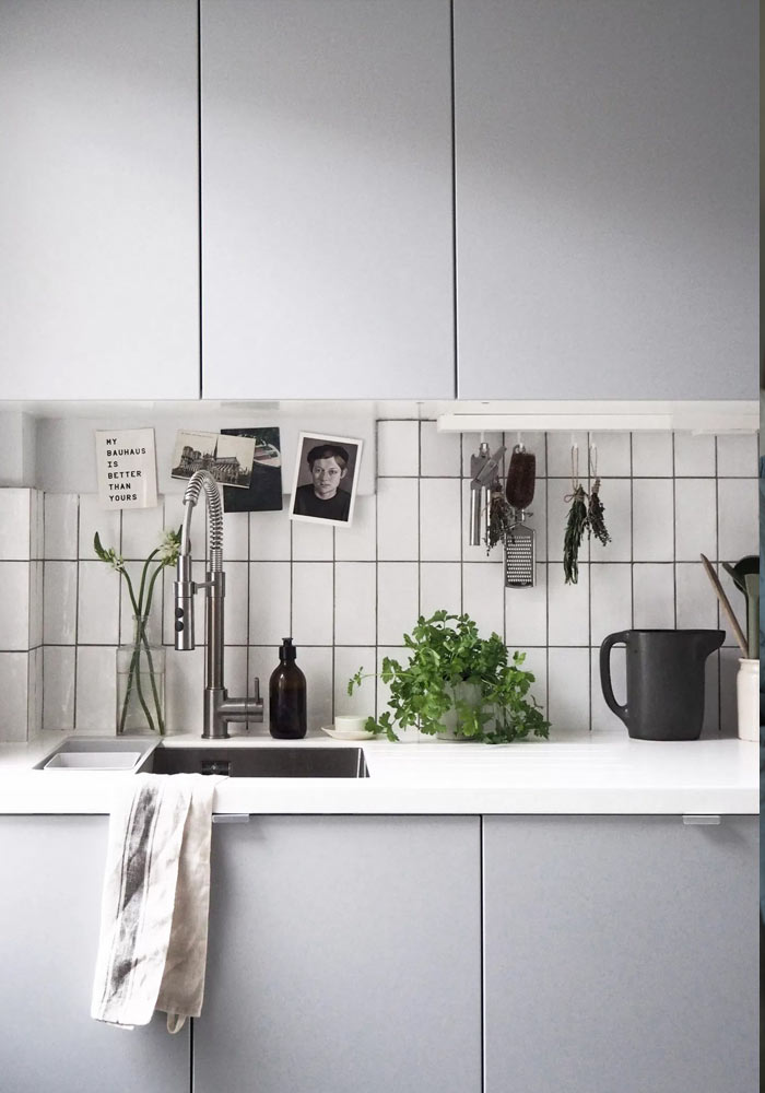 10 minimalist kitchens with grey units