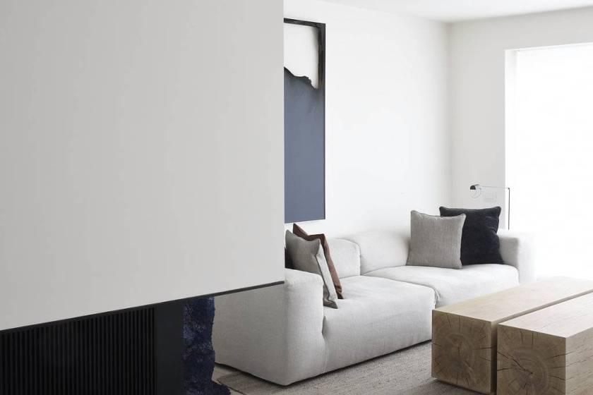 Un appartement aux tons naturels conçu par l'architecte Vincent Van Duysen