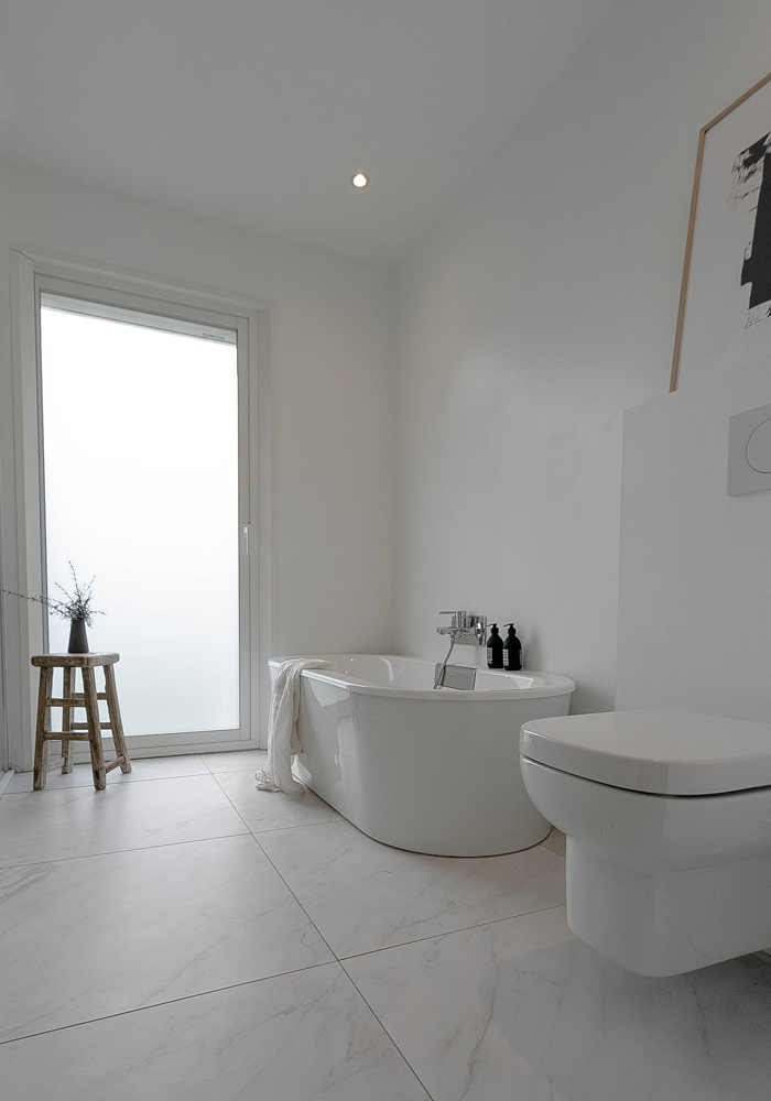 before & after- our white bathroom makeover 14