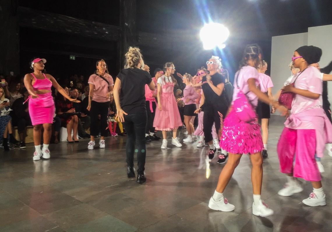 fam-irvoll-pink-show