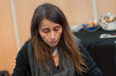 Claire Wendling en séance de dédicace au Toulouse Game Show 2014 - Gyrostat (Wikimedia, CC-BY-SA 4.0)