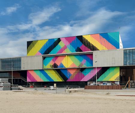 MAYA HAYUK Future Past Sunrise, 2019 Peinture murale Production GIGANTISME - ART & INDUSTRIE, Dunkerque, France © Courtesy de l'artiste et Alice Gallery, Bruxelles / Photo : Aurélien Mole