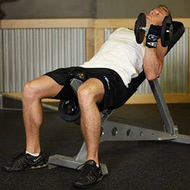 isolation-là-gì-incline-dumbbell-curl-instruction-step-1
