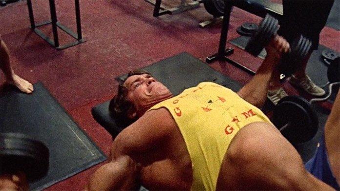 Rutina hipertrofia Arnold haciendo pecho