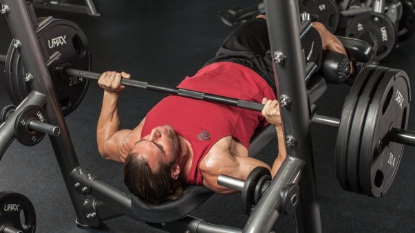 7 Training Tips To Power Up Your Lower Chest!