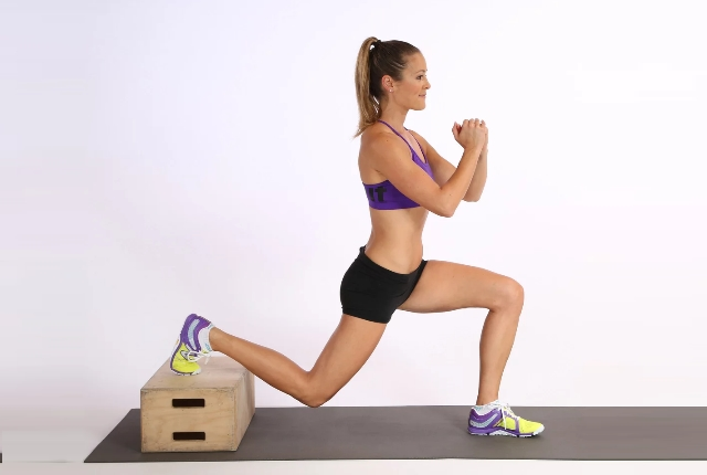 Crossover Lunges