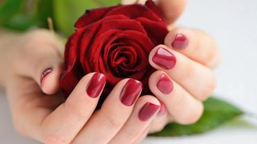hands-of-a-woman-with-dark-red-manicure-with-red-r-PJQHB9W-scaled-min-1.jpg?resize=370%2C208&ssl=1