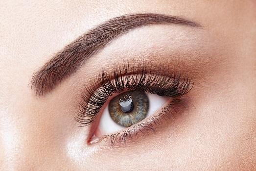 female eye with long false eyelashes KCZ5U2X