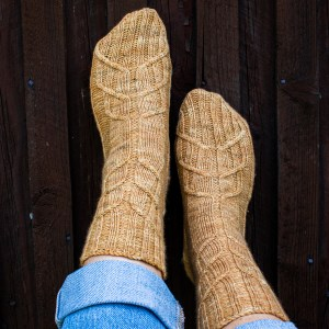 Knit these beautiful cables socks