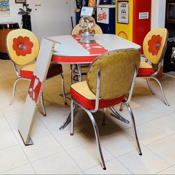 Tavolo e sedie americane