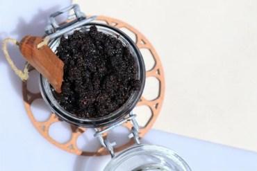 Recept voor 100% natuurlijke en zelfgemaakte koffie scrub