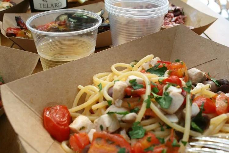 Heerlijke vis eten bij Comeilmare in de haven van Gaeta in Italie
