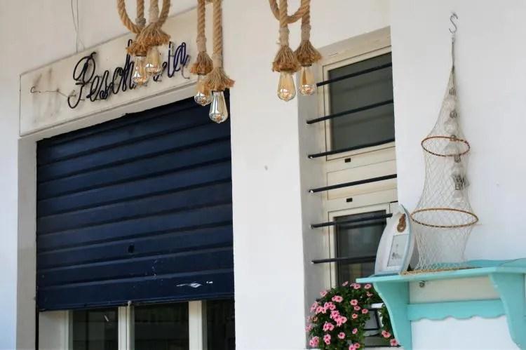 Visrestaurant Comeilmare in de haven van Gaeta in Italie