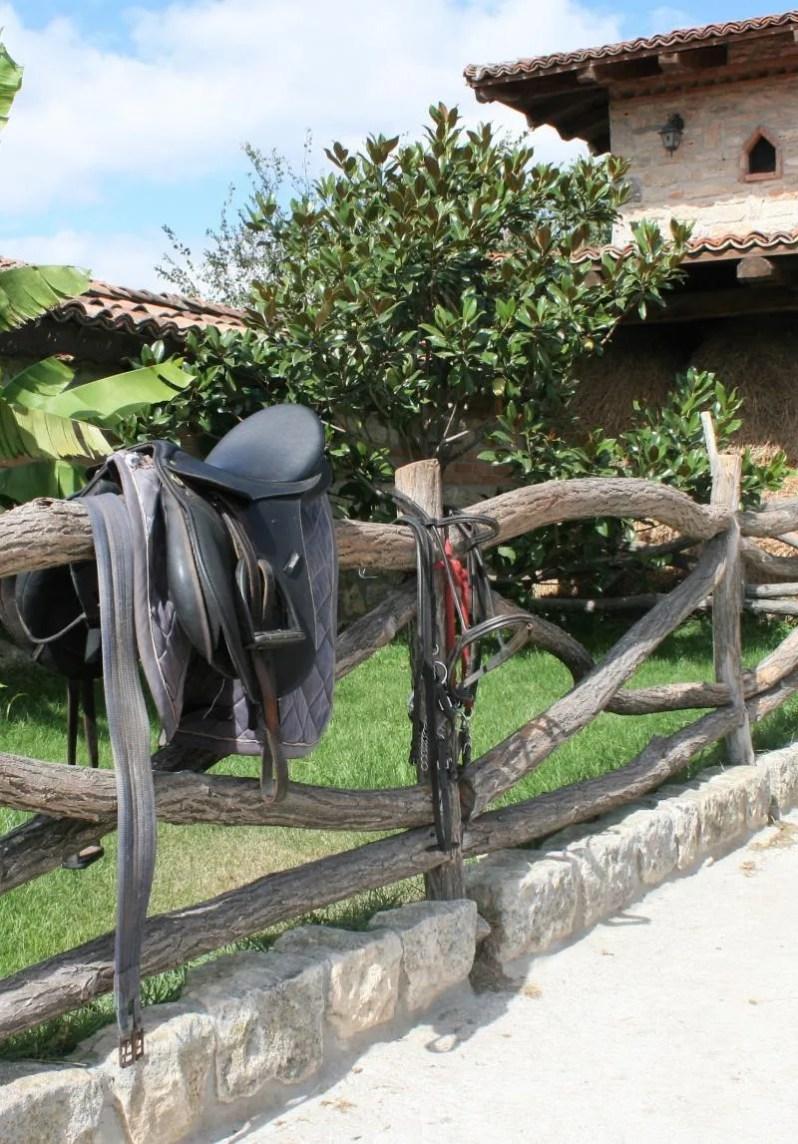 Paardrijden bij Halimanski Han in Bulgarije