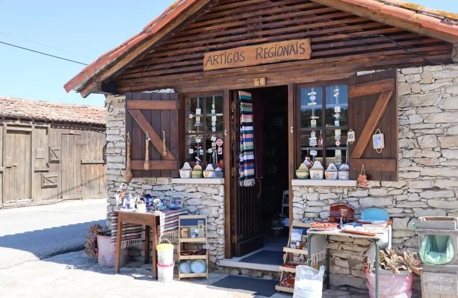 Houten huisjes in Salinas de Rio Maior